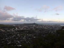 Антенна города Гонолулу от головы диаманта к Manoa стоковое фото rf