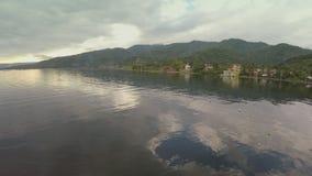 Антенна: Деревня в озере Taal видеоматериал