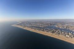 Антенна Калифорнии пляжа Ньюпорта с прибрежным туманом Стоковое Изображение