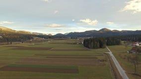 Антенна: красивое поле сельской местности на зиме сток-видео