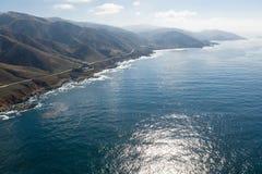 Антенна океана и красивая береговая линия в северной калифорния стоковые фотографии rf