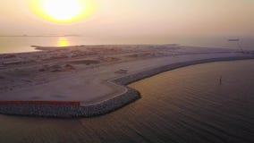 Антенна пляжа Дубай Jumeirah Красивый ландшафт набережной в Дубай видеоматериал