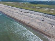 Антенна пляжа на треске накидки, МАМАХ во время лета Стоковое фото RF