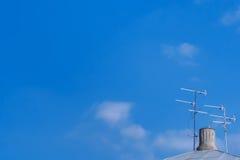 Антенна телевидения на крыше Стоковые Изображения