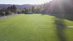 Антенна, футбол/футбольное поле на зажиме захода солнца 4k