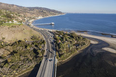 Антенна шоссе Тихоокеанского побережья и пристани Malibu Стоковая Фотография
