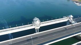 Антенна: Saphan Sarasin первый мост построенный то остров Llinked Пхукета к материку провинции Phang Nga HD сток-видео