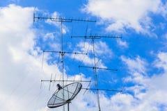 Антенны и спутниковая антенна Стоковые Изображения RF