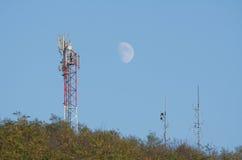 Антенны радиосвязей в лесе Стоковая Фотография RF
