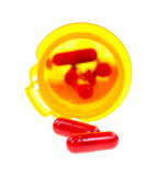 2 антибиотических капсулы перед бутылкой медицины Стоковое фото RF