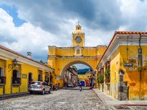 Антигуа - Гватемала - свод Санта Каталины стоковое фото rf