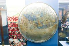 Антиквариаты карты мира старые - музей Шарджи Стоковая Фотография RF