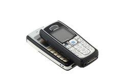 Антиквариаты, старые клетчатые (передвижные) телефоны. Изолированный стоковые фото