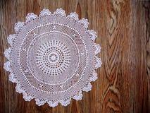 Антиквариат бабушек, белая скатерть шнурка Стоковое Фото