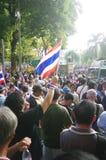 Антипровительственные протестующие для того чтобы блокировать королевскую тайскую полицию Стоковое Изображение RF