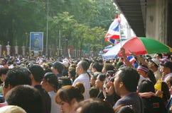 Антипровительственные протестующие для того чтобы блокировать королевскую тайскую полицию Стоковое Изображение