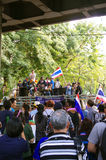 Антипровительственные протестующие для того чтобы блокировать королевскую тайскую полицию Стоковая Фотография
