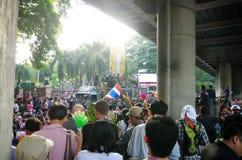 Антипровительственные протестующие для того чтобы блокировать королевскую тайскую полицию Стоковая Фотография RF