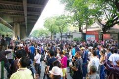 Антипровительственные протестующие для того чтобы блокировать королевскую тайскую полицию Стоковое Фото
