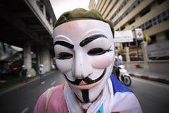 Антипровительственный белый протест маски в Бангкоке Стоковые Изображения RF