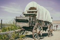Античная американская тележка в старом западном городе Стоковое Изображение