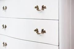 античная белизна кухонного шкафа стоковые изображения rf