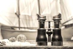 античная бинокулярная старая древесина берега пристани Стоковое Изображение