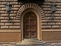 Античная богато украшенная дверь стоковые фотографии rf