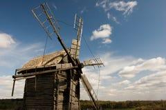 античная ветрянка деревянная Стоковая Фотография