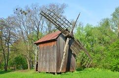 античная ветрянка деревянная Стоковое фото RF