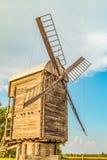 Античная деревянная ветрянка муки Стоковое фото RF