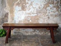 Античная китайская деревянная скамья стоковое фото rf