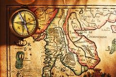 античная латунная карта компаса старая над Таиландом Стоковые Изображения RF