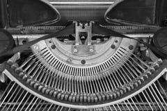 Античная машинка - античная машинка показывая традиционным Typebars II Стоковые Фотографии RF
