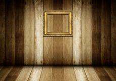 Античная рамка золота в деревянной комнате Стоковые Изображения RF
