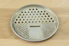 Античная ретро плоская терка круглого сыра Стоковые Фотографии RF