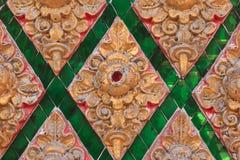 Античная текстура предпосылки стены штукатурки рамки золота с тайским styl Стоковая Фотография