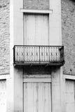 Античная французская архитектура, балкон утюга Стоковая Фотография