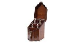 Античное деревянное Tantalus держа 4 бутылки ликера Стоковая Фотография