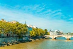 Античное здание города в Париже стоковое изображение