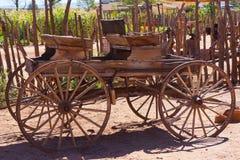 Античной экипаж нарисованный лошадью дефектный Стоковая Фотография