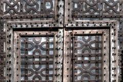 Античные двери Старого Мира стоковые фотографии rf