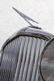 Античные гриль автомобиля и орнамент клобука Стоковые Фотографии RF