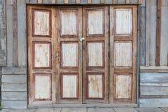 Античные деревянные двери и окна Стоковые Изображения RF