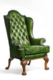 Античные зеленые кожаные изолированные ноги стула крыла высекаенные Стоковые Фото