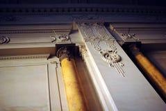 античные колонки украсили мраморную стену Стоковая Фотография RF