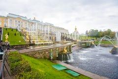 Античные фонтаны в Peterhof Стоковое фото RF