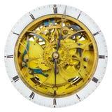 Античные часы при открытые innerworks и колеса шестерни изолированные на w Стоковая Фотография