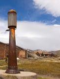античный газовый насос ржавый стоковая фотография