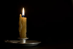 античный горящий металл подсвечника свечки Стоковые Изображения